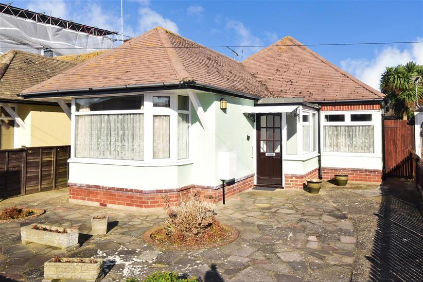 3 Bedrooms Bungalow for sale in Stanley Road, Broadstairs, Kent