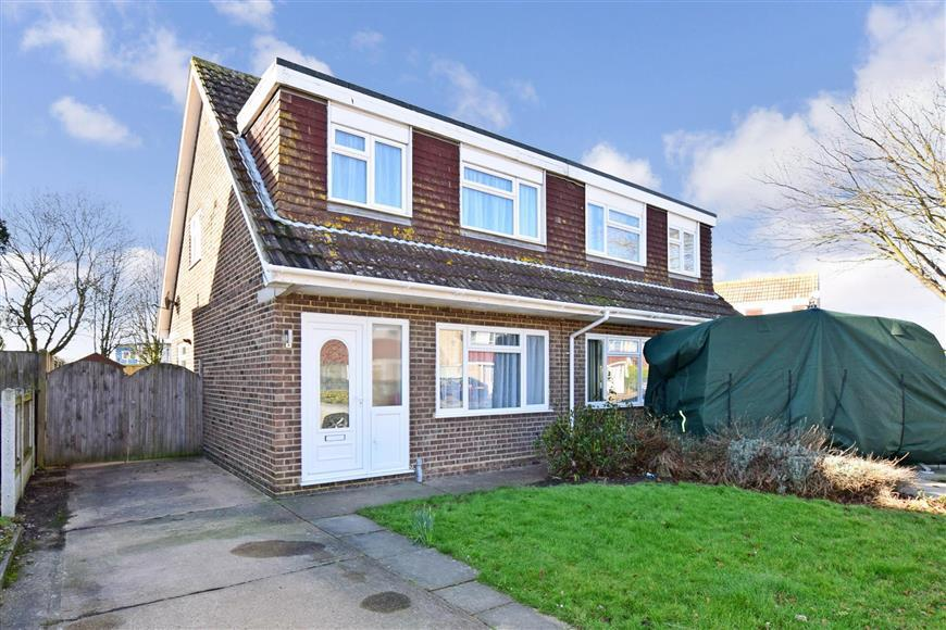 3 Bedrooms Semi Detached House for sale in Chestnut Drive, Broadstairs, Kent