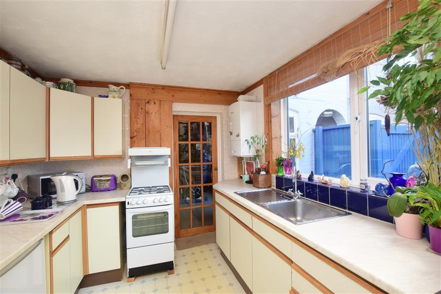 3 Bedrooms Terraced House for sale in Shalmsford Street, Chartham, Canterbury, Kent