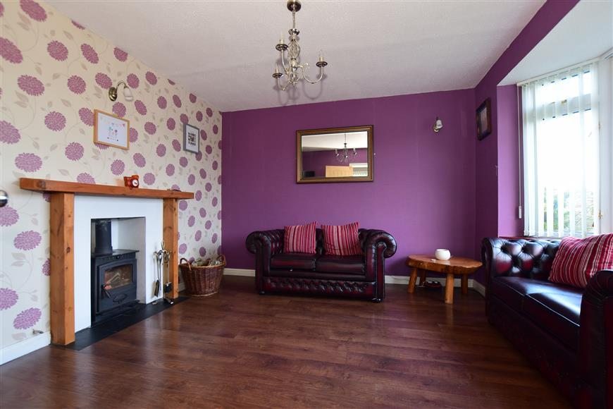 3 Bedrooms Semi Detached House for sale in Bader Crescent, Chatham, Kent