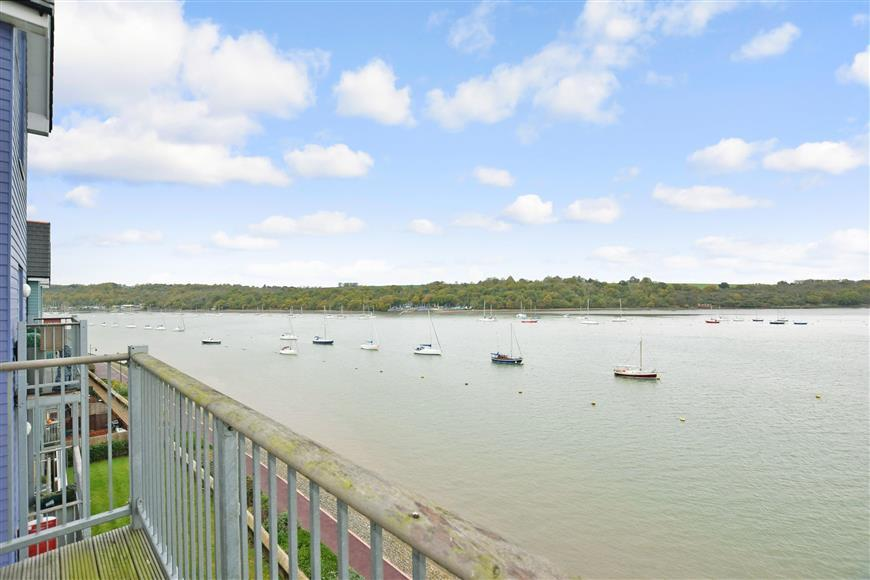 2 Bedrooms Apartment Flat for sale in Dunlin Drive, St Marys Island, Chatham, Kent