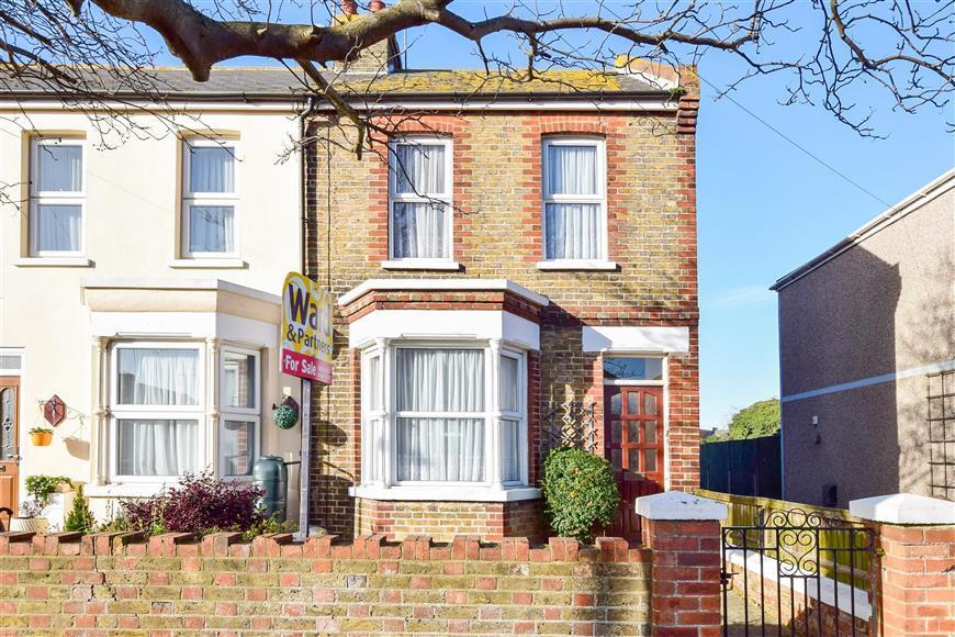 2 Bedrooms Semi Detached House for sale in Gordon Road, Margate, Kent