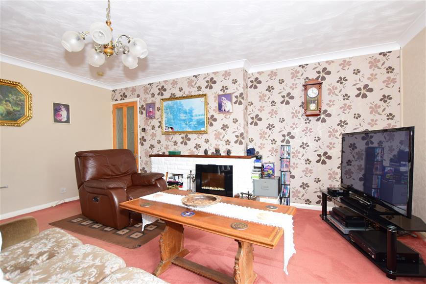 3 Bedrooms Detached Bungalow for sale in Manston Road, Margate, Kent