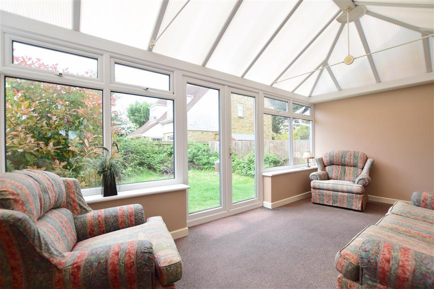 3 Bedrooms Semi Detached House for sale in Crundale Way, Cliftonville, Margate, Kent