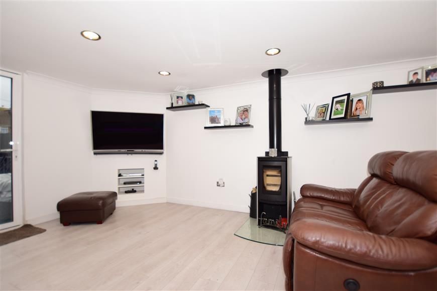 5 Bedrooms End Of Terrace House for sale in Nash Court Road, Margate, Kent