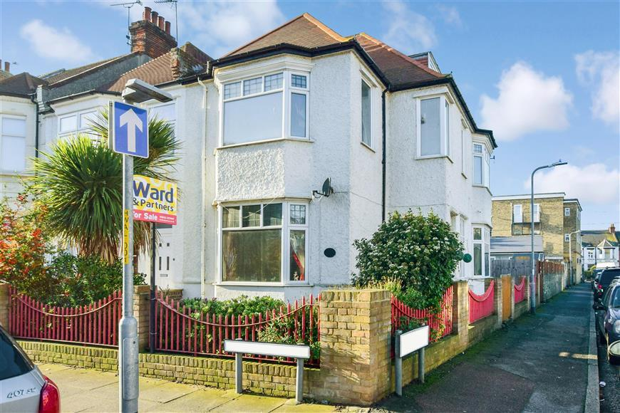 7 Bedrooms End Of Terrace House for sale in Warwick Road, Cliftonville, Margate, Kent