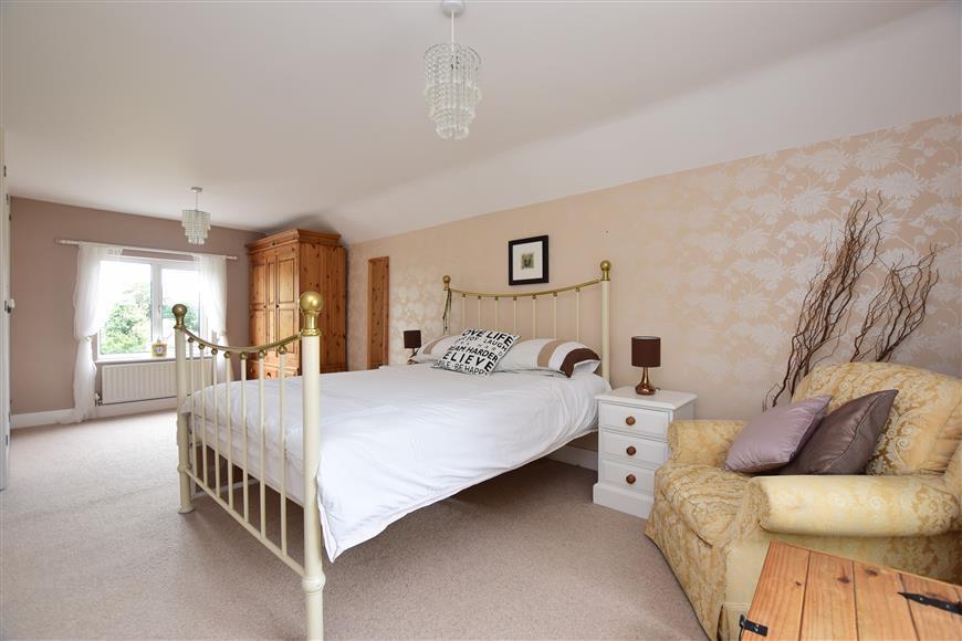 4 Bedrooms Detached House for sale in Vincent Road, Margate, Kent