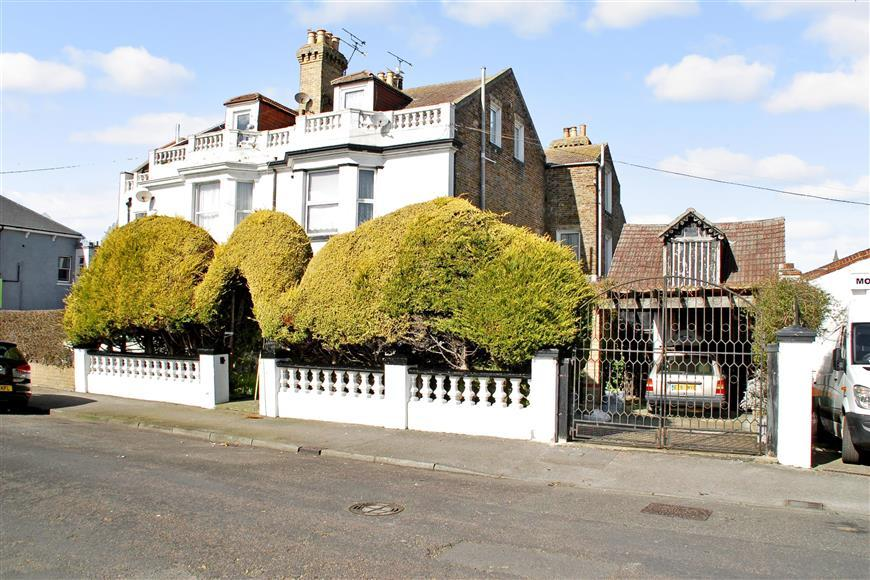 7 Bedrooms Semi Detached House for sale in Alexandra Road, Margate, Kent