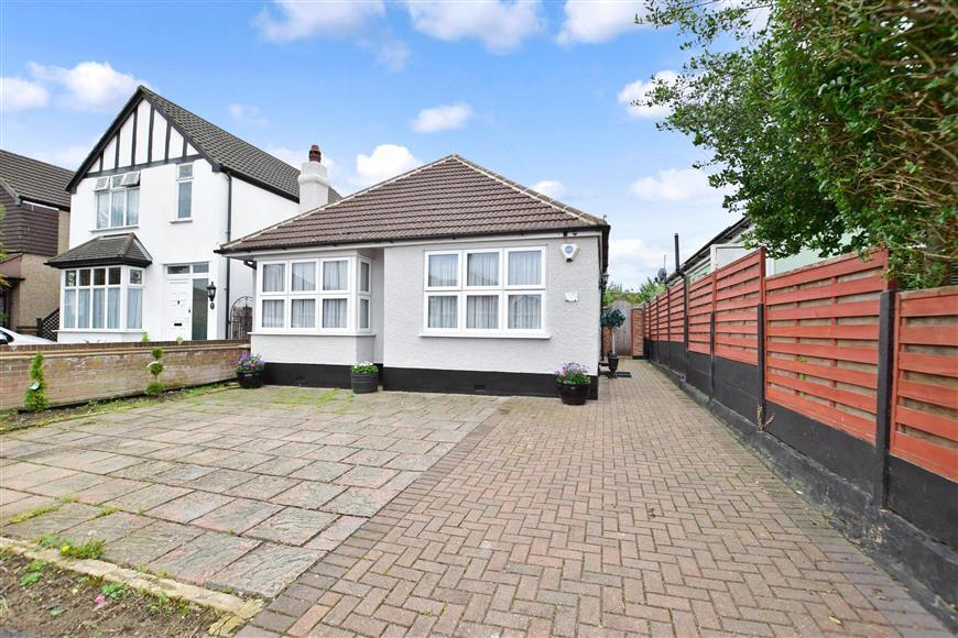 2 Bedrooms Detached Bungalow for sale in Firmin Road, Dartford, Kent