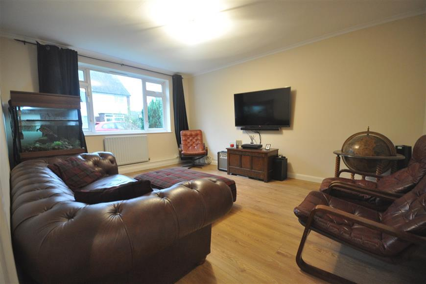 2 Bedrooms Ground Maisonette Flat for sale in Mitchell Close, Dartford, Kent