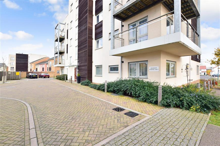 2 Bedrooms Apartment Flat for sale in Cameron Drive, Dartford, Kent