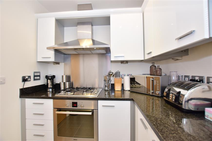 3 Bedrooms Link Detached House for sale in Portland Place, Greenhithe, Kent