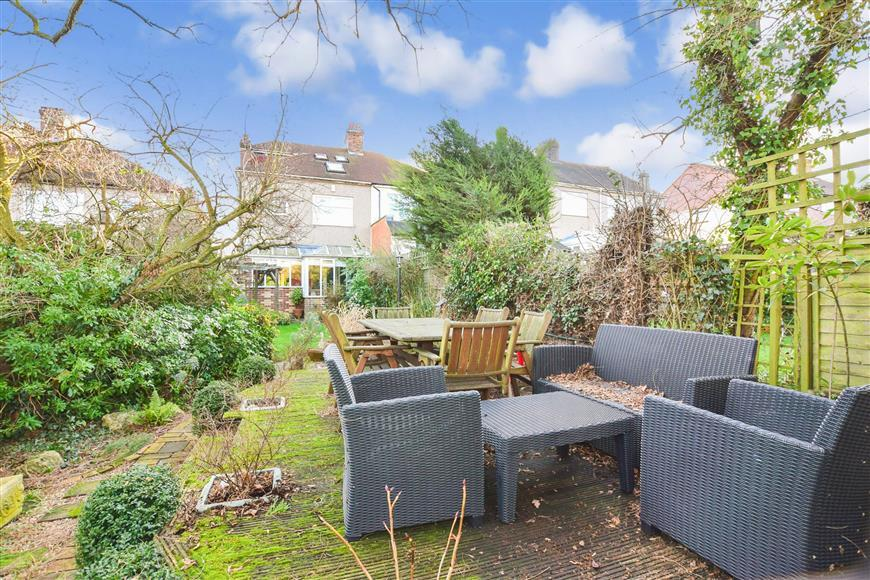4 Bedrooms Semi Detached House for sale in High Road, Wilmington, Kent