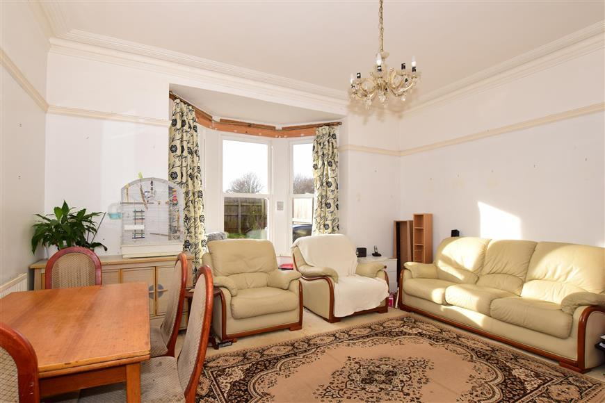 2 Bedrooms Ground Flat for sale in Dover Road, Walmer, Deal, Kent