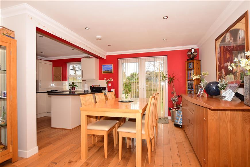 3 Bedrooms Detached House for sale in St. James Close, Deal, Kent
