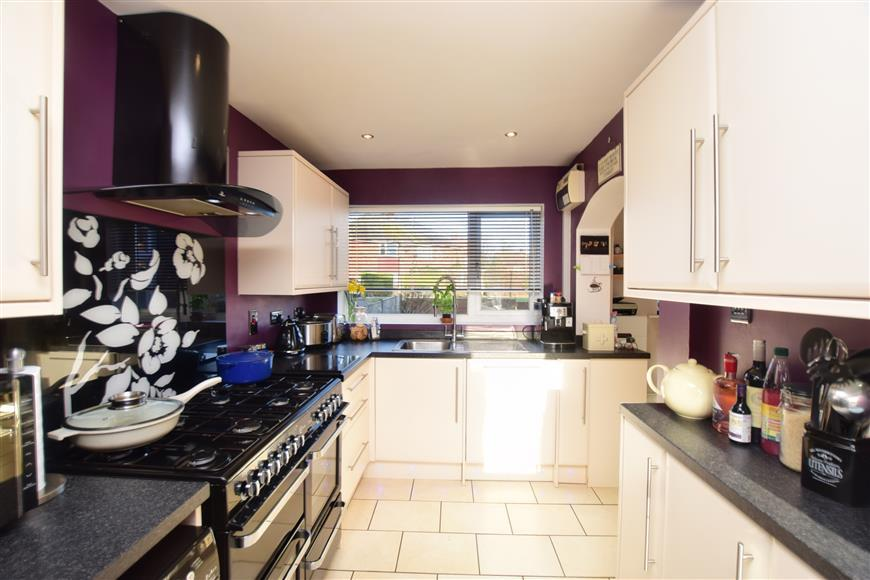 3 Bedrooms Terraced House for sale in Wilson Avenue, Deal, Kent