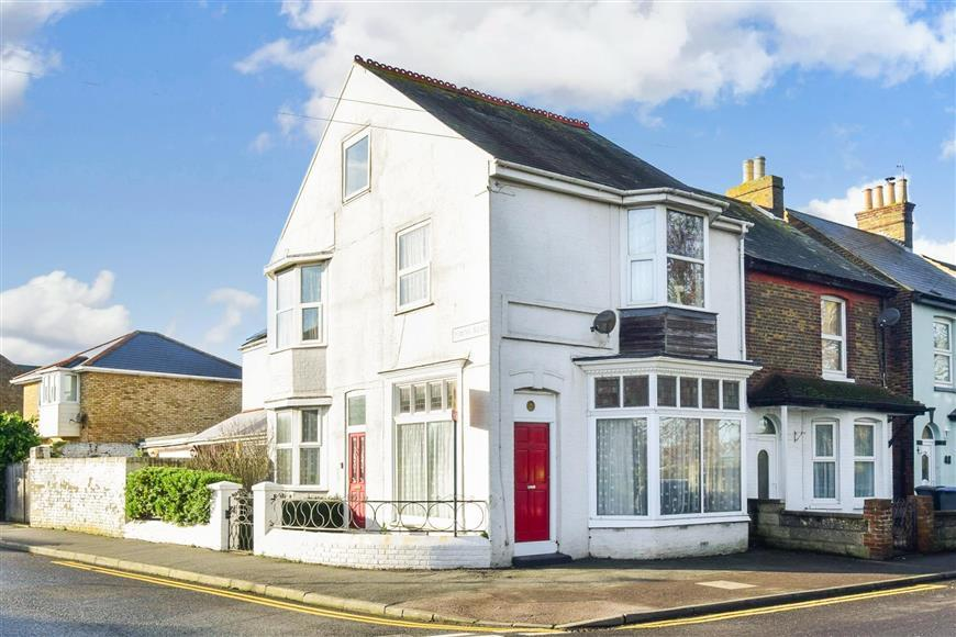 3 Bedrooms Semi Detached House for sale in Cornwall Road, Walmer, Deal, Kent