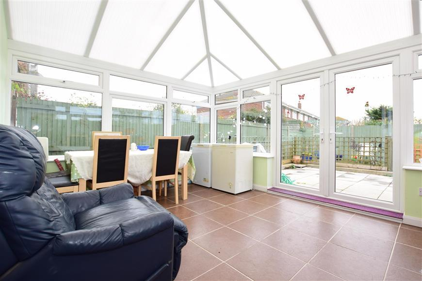 3 Bedrooms Semi Detached House for sale in Golf Road, Deal, Kent