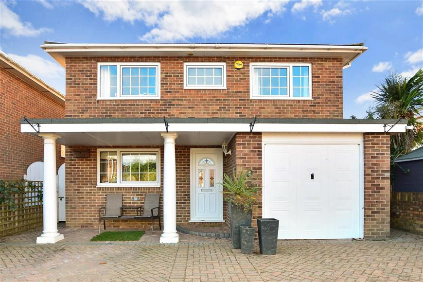 4 Bedrooms Detached House for sale in Walmer Way, Walmer, Deal, Kent