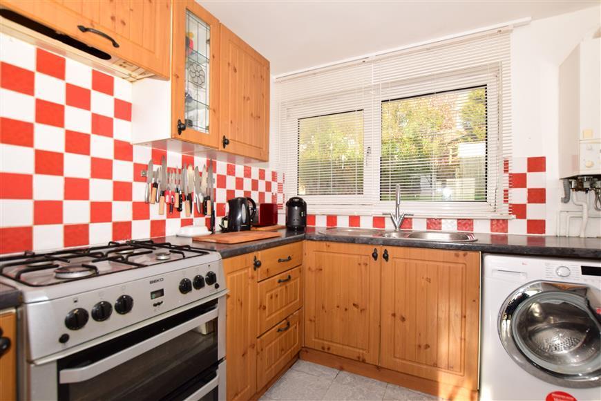 2 Bedrooms Ground Maisonette Flat for sale in Peverell Road, Dover, Kent