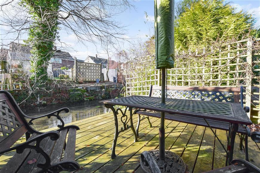 3 Bedrooms Terraced House for sale in Lower Road, River, Dover, Kent