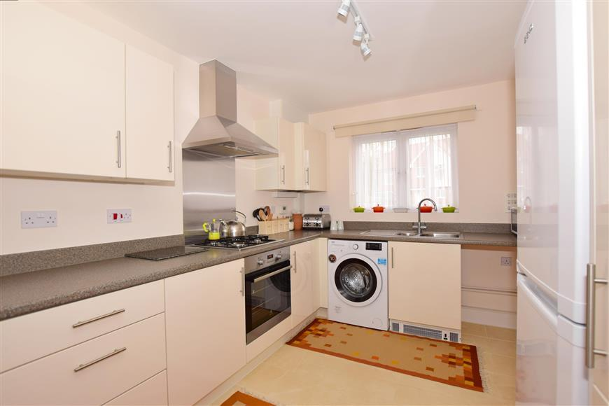 3 Bedrooms Detached House for sale in Elysium Park Close, Whitfield, Kent