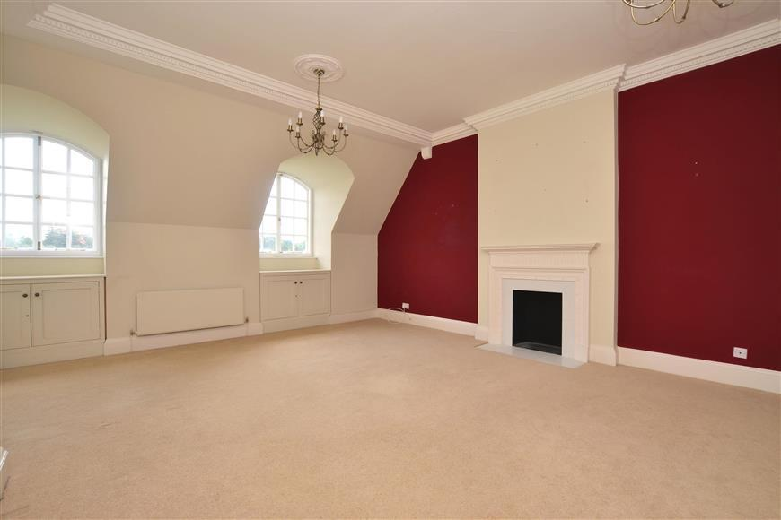 2 Bedrooms Apartment Flat for sale in Waldershare, Dover, Kent