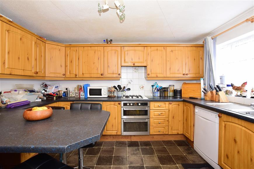 4 Bedrooms Semi Detached House for sale in Guilford Avenue, Whitfield, Dover, Kent
