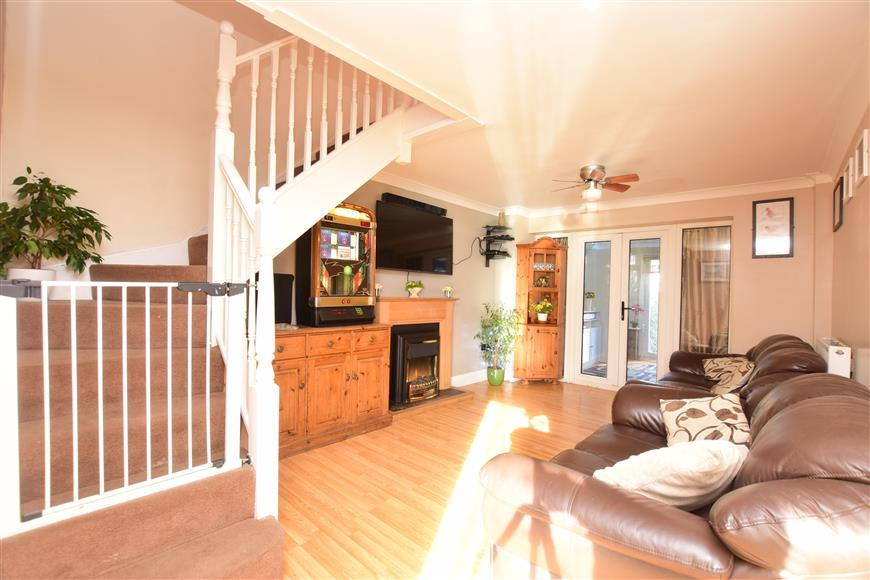 3 Bedrooms Semi Detached House for sale in Lower Road, Faversham, Kent