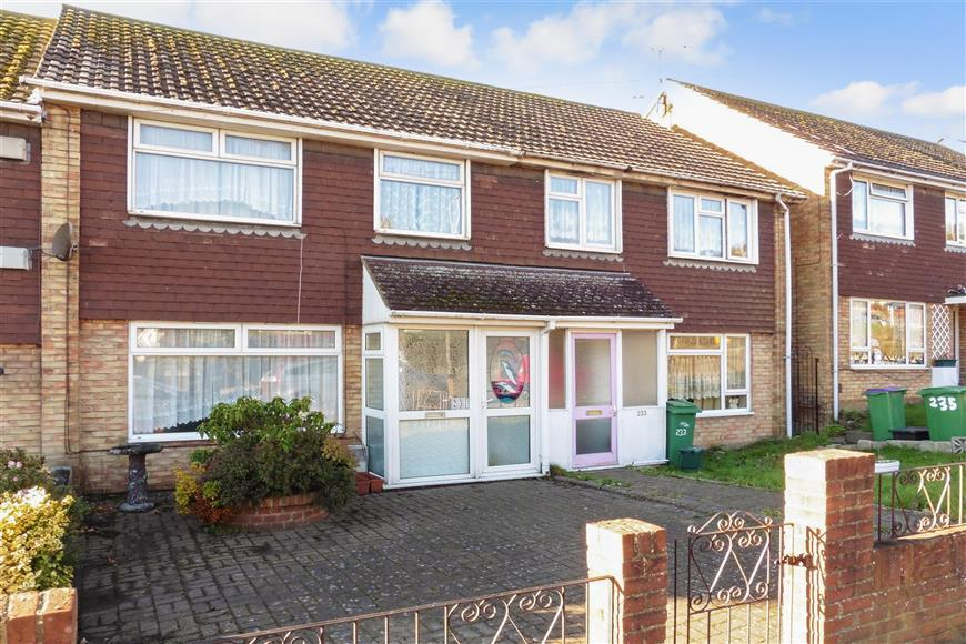 3 Bedrooms Terraced House for sale in Canterbury Road, Folkestone, Kent