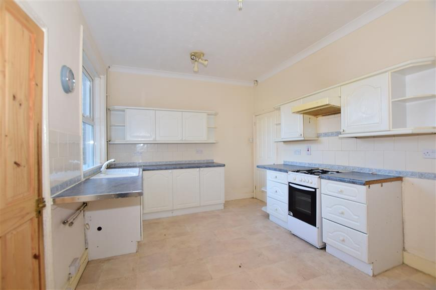 3 Bedrooms End Of Terrace House for sale in Shaftesbury Avenue, Folkestone, Kent