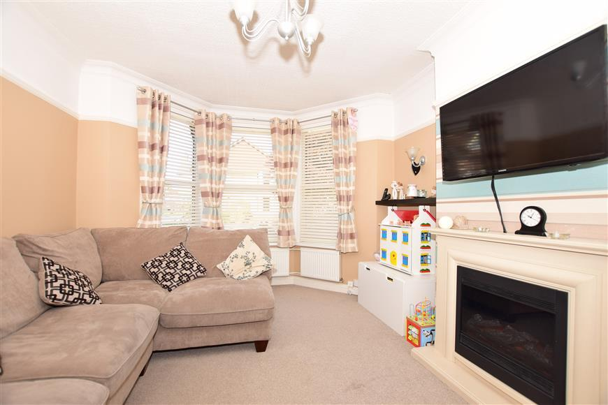 3 Bedrooms Terraced House for sale in Ashley Avenue, Cheriton, Folkestone, Kent