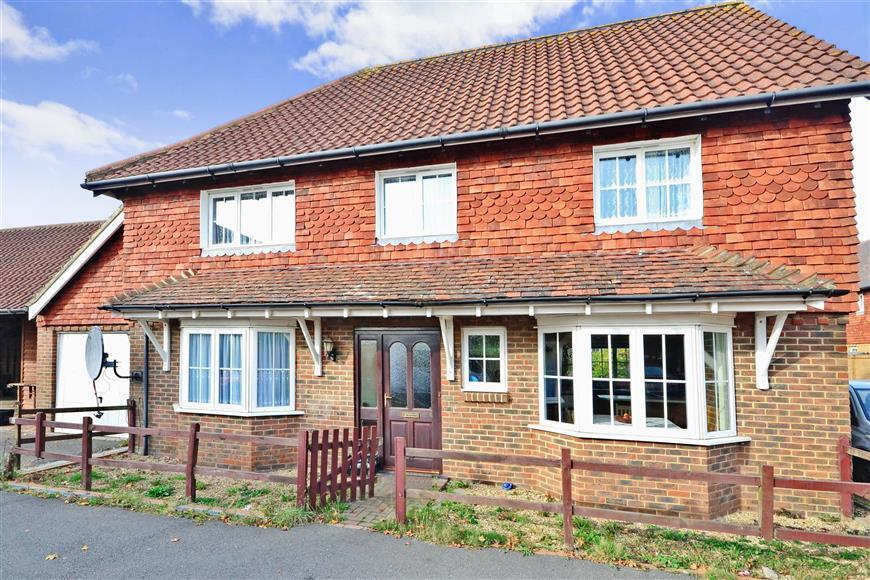 3 Bedrooms Detached House for sale in Curlew Place, Hawkinge, Folkestone, Kent