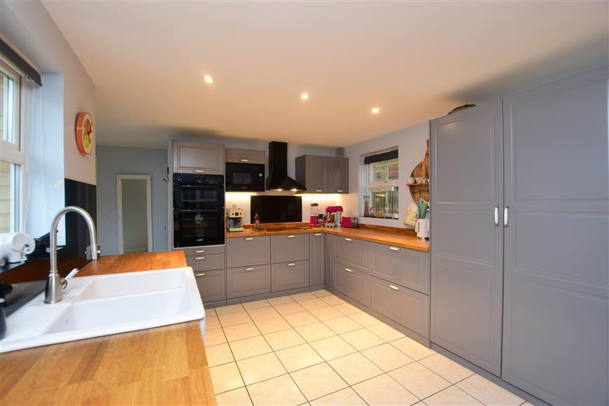 4 Bedrooms Detached House for sale in Pannell Drive, Hawkinge, Folkestone, Kent