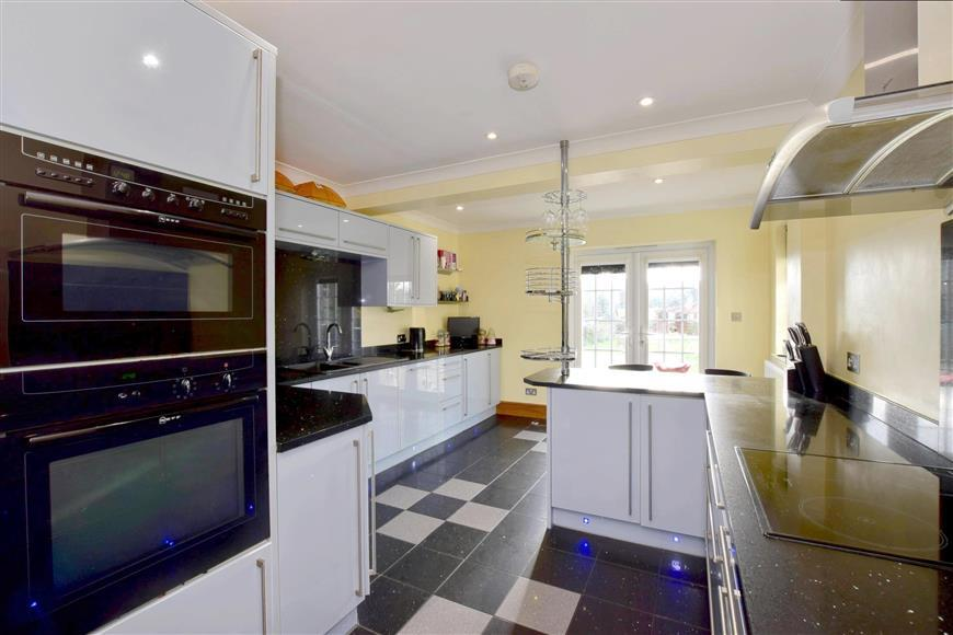 5 Bedrooms Detached House for sale in Cherry Garden Lane, Folkestone, Kent