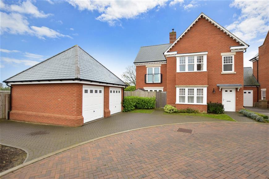 4 Bedrooms Detached House for sale in Eversley Park, Folkestone, Kent