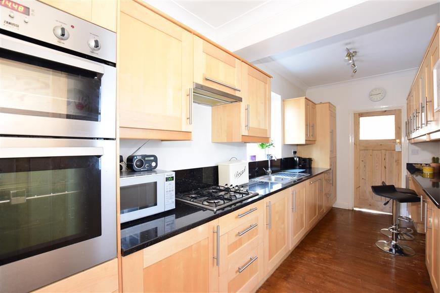 3 Bedrooms Detached House for sale in Oxford Road, Gillingham, Kent