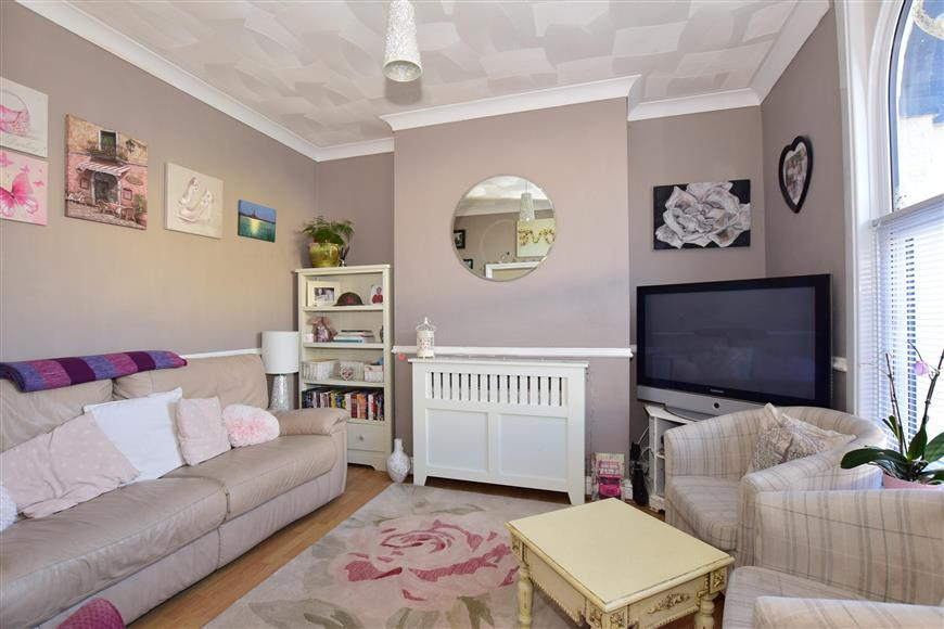 4 Bedrooms Terraced House for sale in Paget Street, Gillingham, Kent