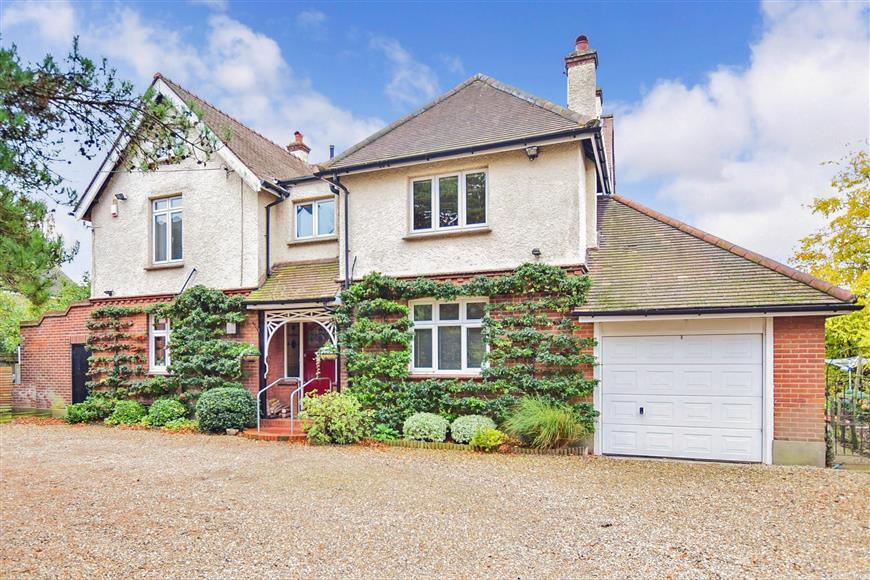 4 Bedrooms Detached House for sale in Grange Road, Gillingham, Kent