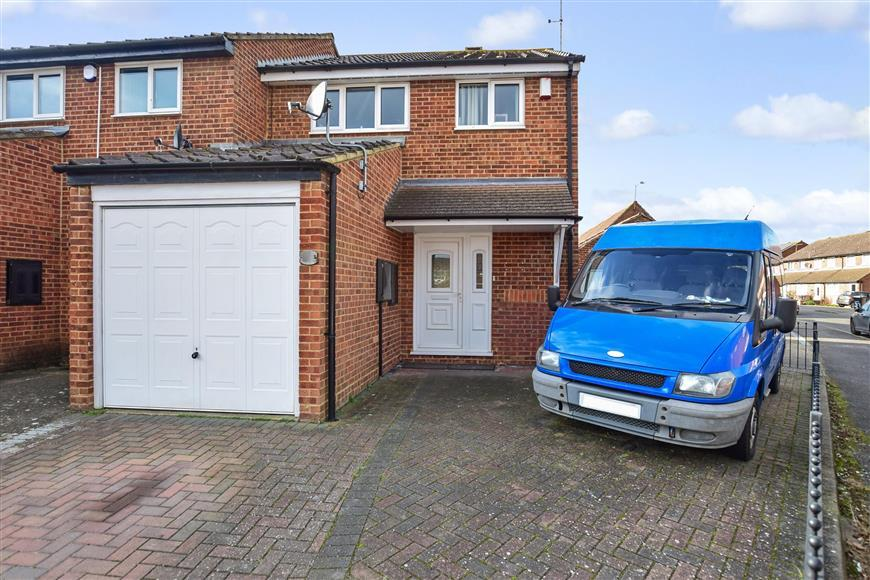 3 Bedrooms Semi Detached House for sale in Armoury Drive, Gravesend, Kent