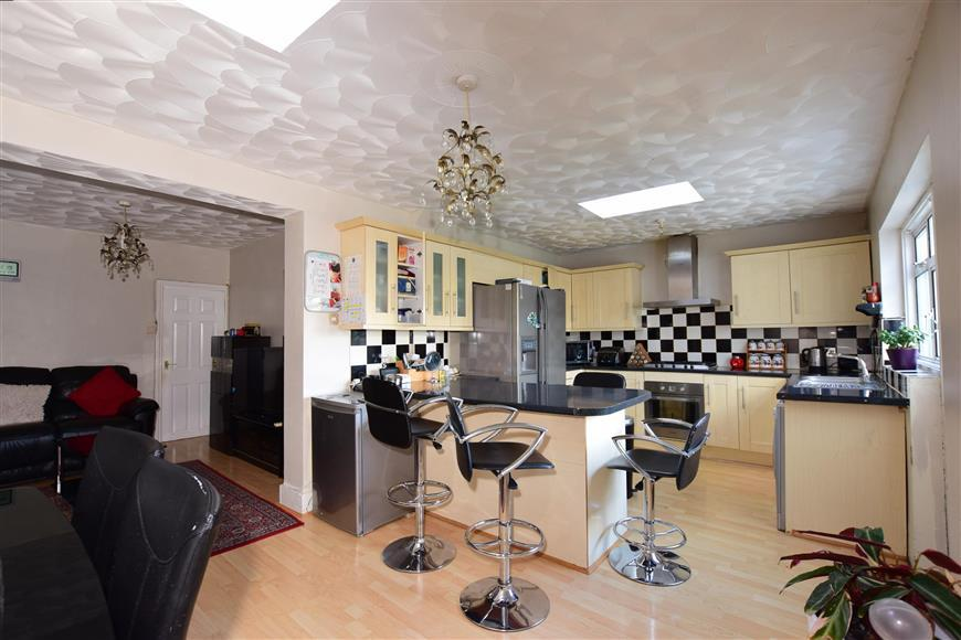 3 Bedrooms Semi Detached House for sale in Northcote Road, Gravesend, Kent