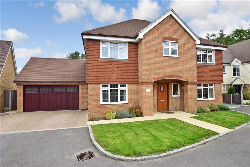 5 Bedrooms Detached House for sale in Sheldon Heights, Gravesend, Kent