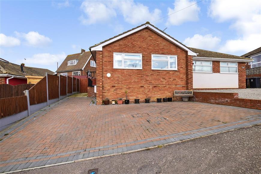 2 Bedrooms Semi Detached Bungalow for sale in Woodrow Chase, Herne Bay, Kent