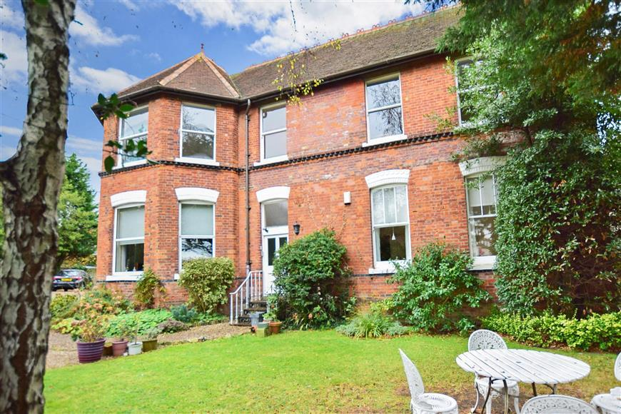 2 Bedrooms Apartment Flat for sale in Station Road, Hythe, Kent