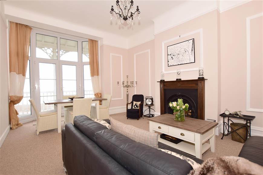 2 Bedrooms Flat for sale in Marine Parade, Hythe, Kent