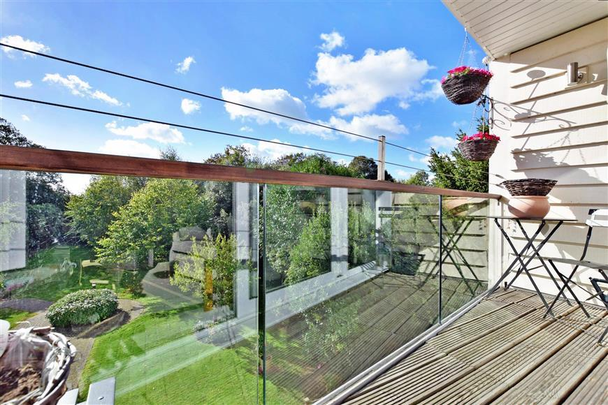 2 Bedrooms Apartment Flat for sale in Seabrook Road, Hythe, Kent