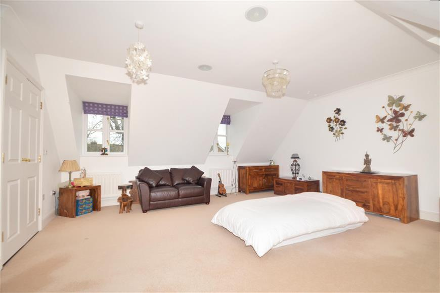 3 Bedrooms Terraced House for sale in The Stream, Ditton, Kent