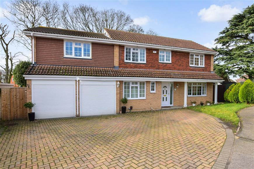 5 Bedrooms Detached House for sale in Carroll Gardens, Larkfield, Aylesford, Kent