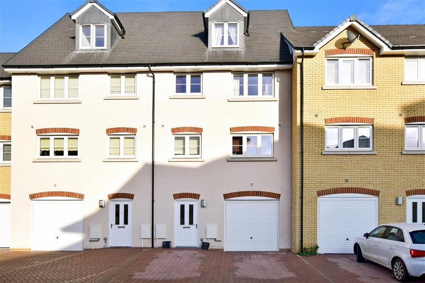 4 Bedrooms Town House for sale in Kings Crescent, Aylesford, Kent