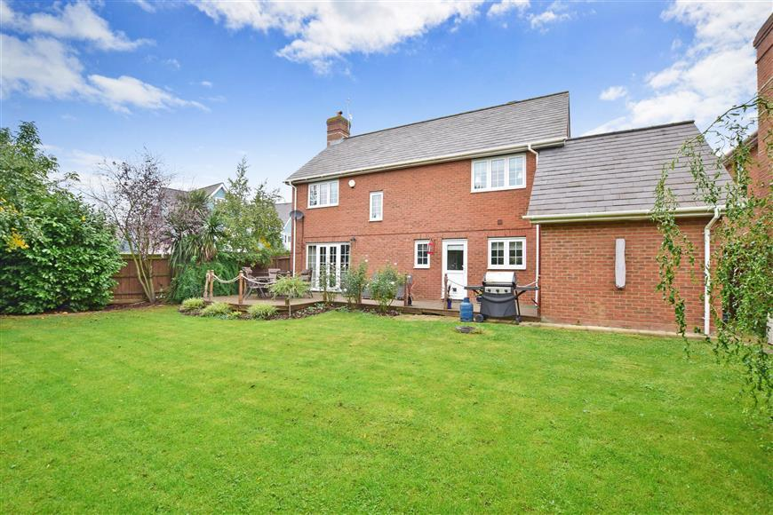 4 Bedrooms Detached House for sale in Pike Close, Larkfield, Aylesford, Kent